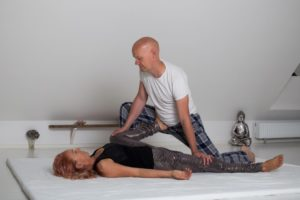 Peter giver Bente Thai yoga massage